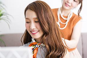 フォトスタジオのヘアメイク・スタイリスト(要美容師免許)